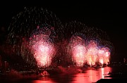 Macy's Fireworks On The Hudson Print by Living Color Photography Lorraine Lynch