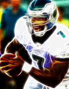 Philadelphia Eagles Drawings - Magical Michael Vick by Paul Van Scott