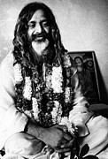 1960s Photo Framed Prints - Maharishi Mahesh Yogi, New Delhi Framed Print by Everett