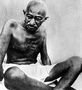 1940s Portraits Prints - Mahatma Gandhi, 78, Pauses Print by Everett