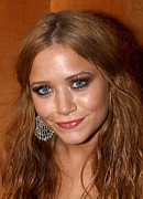 Golden Globe Art - Mary-kate Olsen At Arrivals For The by Everett