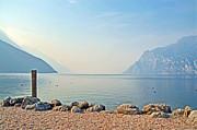 Martina Fagan - Mattina lungo la riva del Lago di Garda Torbole Italia