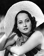 Sleeveless Posters - Merle Oberon, 1937 Poster by Everett