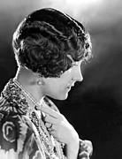 1920s Hairstyles Prints - Model Wearing Her Hair In The Glorias Print by Everett