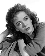 1942 Movies Prints - Moontide, Ida Lupino, 1942 Print by Everett