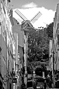 Rue Lepic Framed Prints - Moulin De Montmartre Framed Print by Eric Tressler