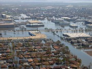 Floods Photos - New Orleans Inundated By The Levees by Everett