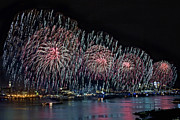 Pyrotechnics Photo Prints - New York City Celebrates the 4th Print by Susan Candelario