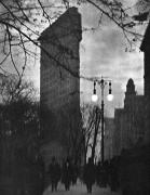Streetlight Photos - New York: Flatiron, 1912 by Granger