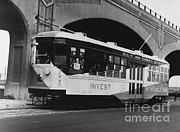 Tram Framed Prints - New York Streetcar, 1918 Framed Print by Photo Researchers