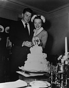 Ronald Reagan Photo Prints - Newlyweds Ronald Reagan And Nancy Print by Everett