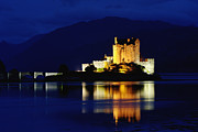E.u. Posters - Night Falls on Eilean Donan Castle - D002114 Poster by Daniel Dempster