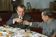 Politics Photo Framed Prints - Nixon In China. President Richard Nixon Framed Print by Everett