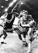 Knickerbockers Framed Prints - Ny Knicks Dave Debusschere Framed Print by Everett