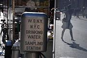 Nyc Drinking Water Print by Rob Hans