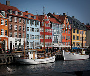 Havn Prints - Nyhavn scene Print by Paul Davis