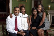 Family Portraits Framed Prints - Obama Family Official Portrait By Annie Framed Print by Everett