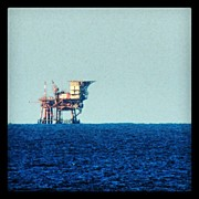 Still Life Art - Oil rig by Massimiliano Bellisario