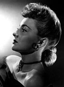 Choker Photos - Olivia De Havilland In Pompadour Hair by Everett