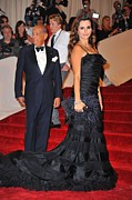 Metropolitan Museum Of Art Costume Institute Framed Prints - Oscar De La Renta, Penelope Cruz Framed Print by Everett