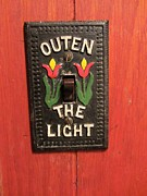 Pennsylvania Dutch Photos - Outen the Light by Susan Carella