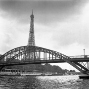 Tour Eiffel Photo Posters - Passarelle Debilly Poster by Hans Mauli