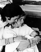 Mccartney Art - Paul And Linda Mccartney With Newborn by Everett