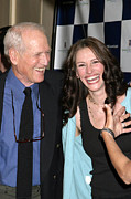 Avery Fisher Hall At Lincoln Center Photos - Paul Newman, Julia Roberts At Arrivals by Everett