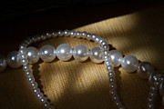 Light Jewelry - Pearl by Zafer GUDER