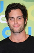 Press Conference Posters - Penn Badgley At Arrivals For The Cw Poster by Everett