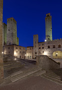 Tuscan Dusk Photos - Piazza Duomo at Dusk by Rob Tilley
