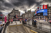 Busy City Photos - Piccadilly Circus - London by Yhun Suarez