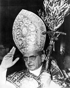 Pope Paul Vi, Blessing Crowd In St Print by Everett