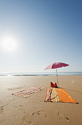 Beach Towel Framed Prints - Portugal, Algarve, Sagres, Sunshade And Blanket On Beach Framed Print by Westend61