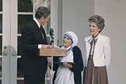 First Ladies Prints - President And Nancy Reagan Presenting Print by Everett