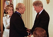 Bill Clinton Photo Framed Prints - President Clinton Awards Former Framed Print by Everett