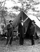 Us Presidents Photo Framed Prints - President Lincoln meets with Generals after victory at Antietam Framed Print by International  Images