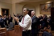 President Obama And Vp Biden Applaud Print by Everett