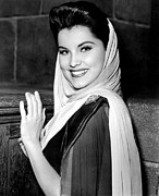 1950s Portraits Photo Prints - Prince Valiant, Debra Paget, On-set Print by Everett