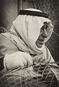Qatar Framed Prints - Qatari fish-trap maker Framed Print by Paul Cowan