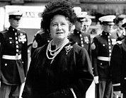 British Portraits Prints - Queen Mother, Attending The Eisenhower Print by Everett