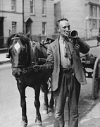 Horse And Cart Art - Rag And Bone Bugle by Fox Photos