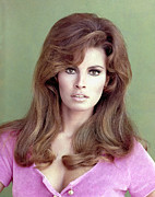 1960s Portraits Framed Prints - Raquel Welch, 1960s Framed Print by Everett