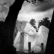Reclining Buddha  Print by Pornsak Na nakorn