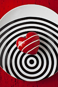 Red Heart Art - Red heart on circle plate by Garry Gay