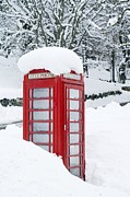 Heavy Weather Prints - Red Telephone Box In Heavy Snow Print by Duncan Shaw