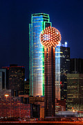 Dallas Art - Reunion Tower by Jonathan Davison