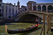 Gondolier Photo Framed Prints - Rialto Bridge in Venice Italy Framed Print by David Smith