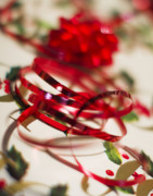 Holiday Glass Art - Ribbon Curls by Rebecca Cozart