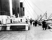 Ev-in Metal Prints - Rms Titanic, Which Sank After Hitting Metal Print by Everett